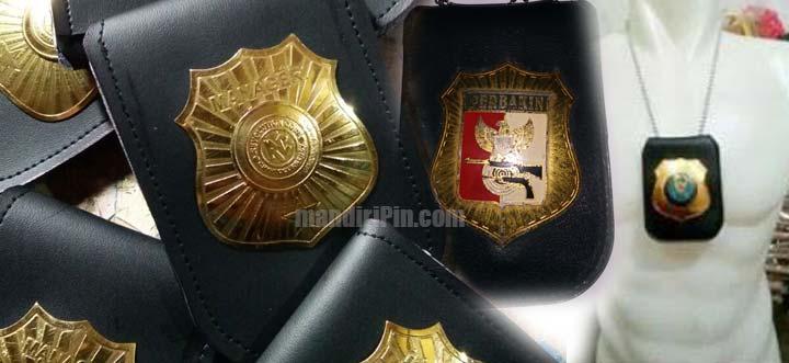 emblem dompet kalung